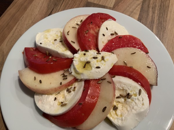 Tomaten-Pfirsich-Burrata